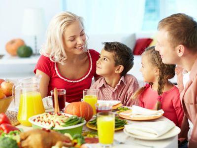 Семейный обед с детьми фото