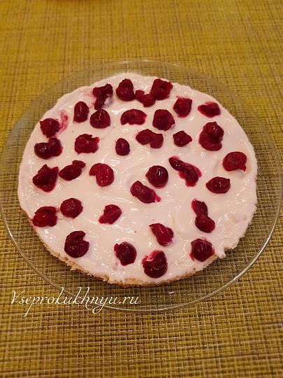 Сборка торта с вишней шаг 5