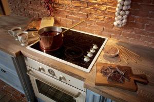 Как очистить стеклокерамическую плиту от жира и пятен