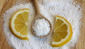 Отстирать полотенца с помощью лимонной кислоты