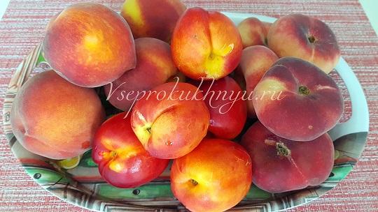 Нектарины, персики, инжирные персики на варенье