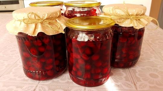 Рецепт вишни в собственном соку без косточек с сахаром - вариант 2