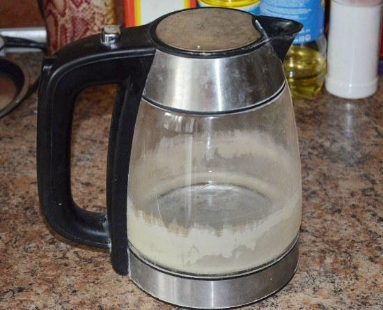 Откуда берется накипь в чайнике и зачем ее удалять