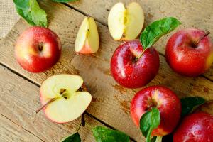 Польза моченых яблок для организма человека