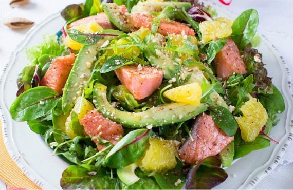 Рецепт салата с авокадо и лососем