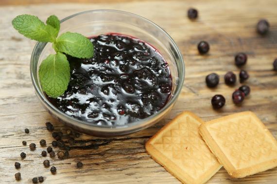Простой рецепт варенья из черной смородины без воды