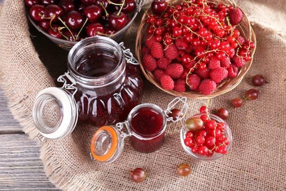 Варенье из малины, красной смородины и вишни