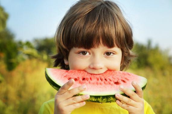 Арбуз для детей: польза и с какого возраста давать