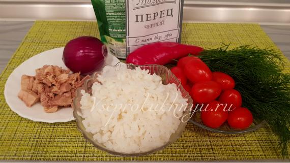 Салат с тунцом перцем и помидорами черри