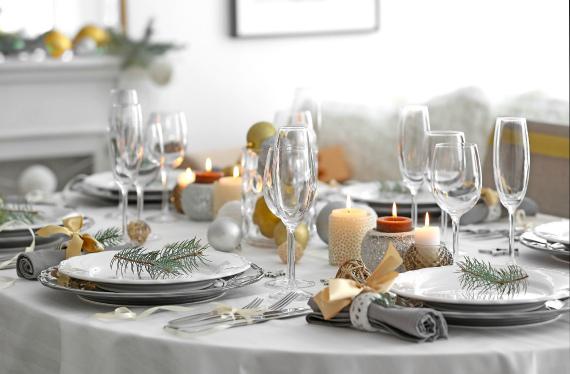 Как красиво украсить стол на Новый год 2020