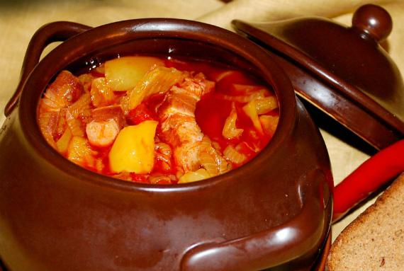 Индейка с овощами в горшочке