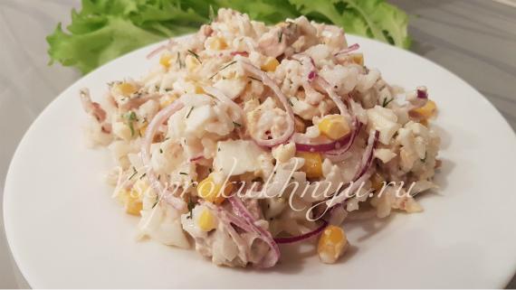 Рецепт салата с тунцом, рисом, кукурузой и укропом